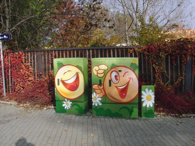 Smiley-Duo auf grünen Hintergrund