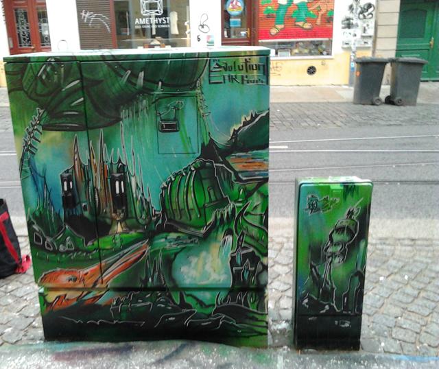 Rückseite: Grünes Schloß mit Phönixkopf im Vordergrund